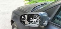 Почему складывать зеркала у машины – очень полезная привычка?