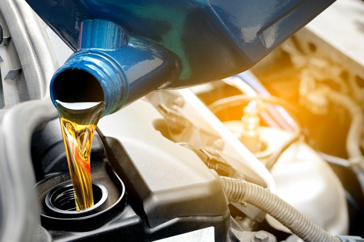 Стоит ли менять масло, если оно потемнело?