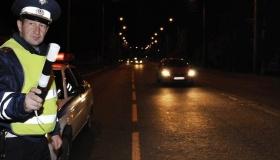 Инспектор ДПС остановил для проверки документов ночью – это законно?